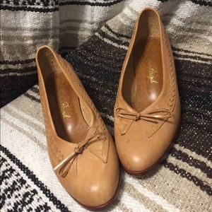 Vintage Tan Leather Heels